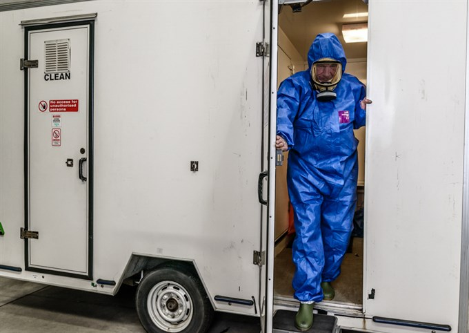 Analysts go through Full Decontamination with ATaC